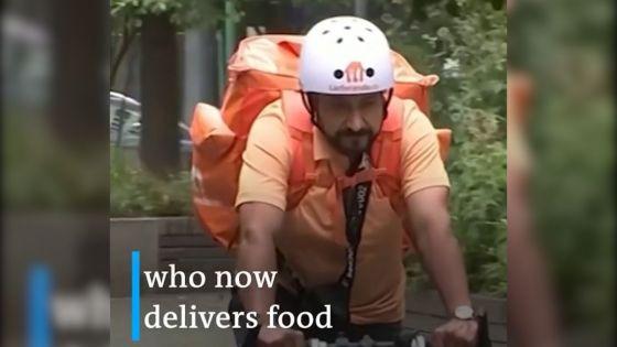 «Un travail comme un autre»: un ex-ministre afghan devient livreur de repas à vélo