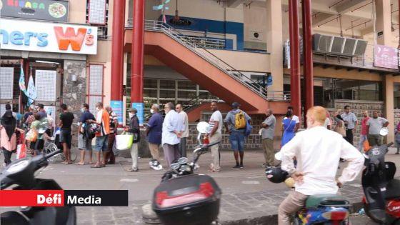 Reouverture des supermarchés : le DCP Jhugroo : « Pa vinn met lake depi 5 h dimatin »