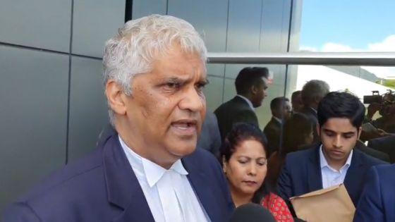 Emploi fictif allégué de «Constituency Clerk» : déclaration à la sortie de Simla Kistnen et de ses hommes de loi du QG de l'Icac