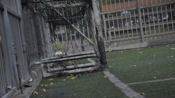Terrains de football à Plaine-Verte occupés malgré la Covid-19 : «Nu pa lé nu lendwra vinn zon rouz akoz bann irresponsab», fulmine un mécanicien