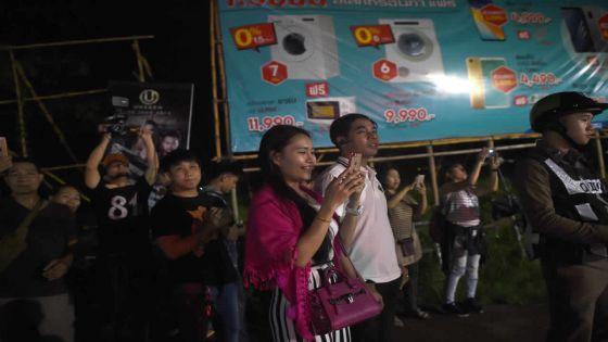 Thaïlande : six des treize jeunes de la grotte évacués, les autres lundi