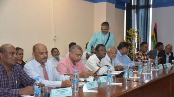 [En images] : Coup d'envoi des négociations tripartites sur la compensation salariale