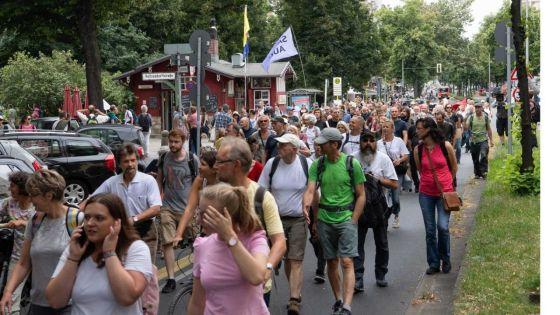 Allemagne: échauffourées à Berlin lors de manifestations anti-confinement