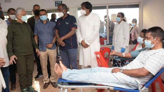 [En images] Le PM présent pour une opération de don de sang à Dagotière