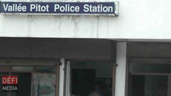 Vallée-Pitot : un policier reçoit un tabouret en métal au visage