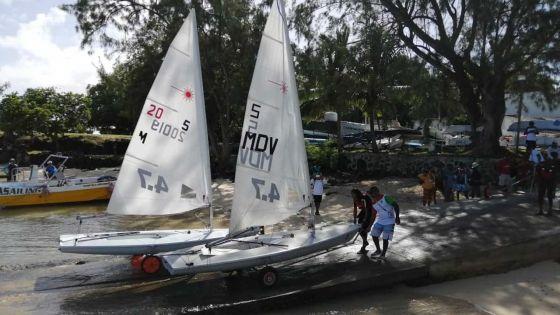 [Images] JIOI – Kitesurf et Windsurf : faute de vent, les compétitions reportées