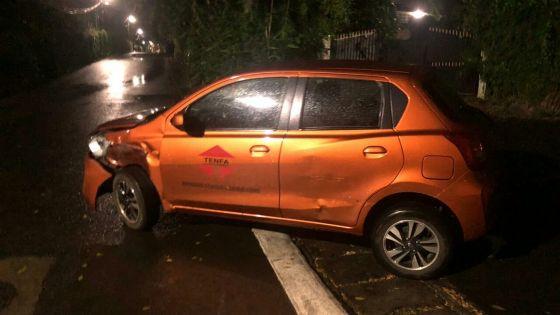 Curepipe : une voiture accidentée aperçue presqu'au milieu de la route