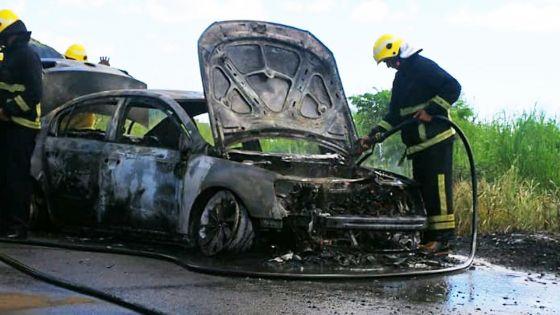 Saint-Martin : Une voiture prend feu alors que son conducteur est au volant