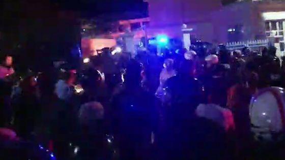 Vallée-Pitot : le calme est revenu, des fourgons de la SMF ont quitté les lieux sous des applaudissements