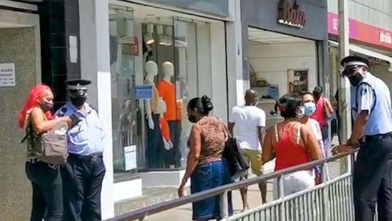 Rose-Hill:la police vérifie le WAP des passants