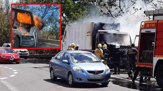 [Vidéo] Pailles : un camion prend feu