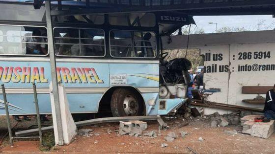Accident à Pailles : l'autobus transportait au moins 78 passagers, selon Reaz Chuttoo ; le HR de la compagnie nie