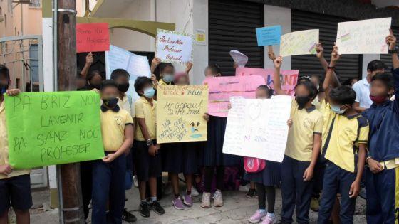 Manifestation à l'école Raoul Rivet : les parents menacent de ne pas envoyer leurs enfants en classe