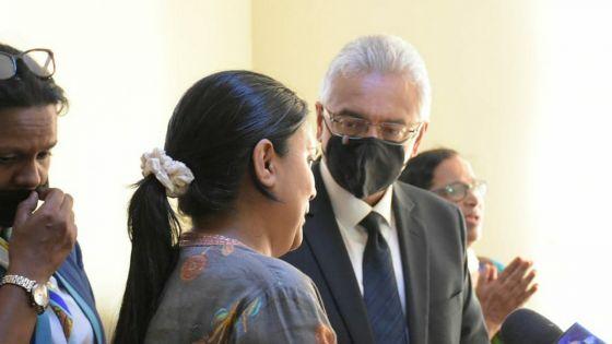 Vieux-Grand-Port : le PM rend visite à la famille de la policière Dimple Raghoo tuée lors d'une «controlled delivery»