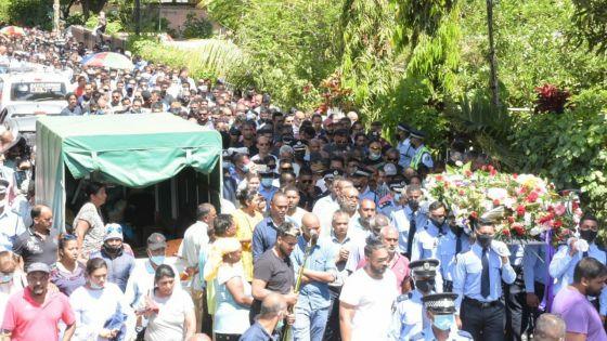 [En images] Tuée lors d'une opération de « controlled delivery » : adieux émouvants à la policière, Dimple Raghoo