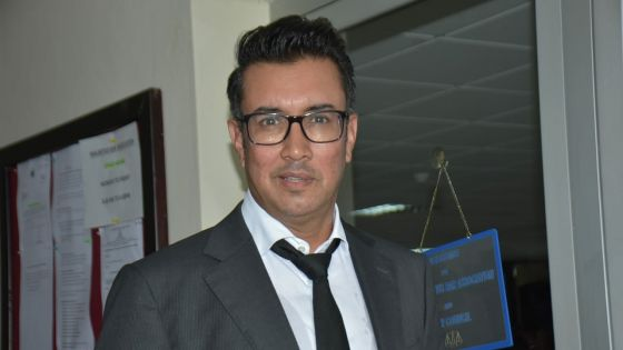 Battu aux élections à la présidence du Bar Council, Shakeel Mohamed félicite Yatin Varma