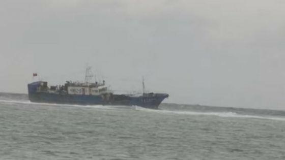 Pointes-aux-Sables : un bateau de pêche chinois coincé sur les récifs