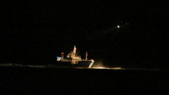Pointe-aux-Sables : les 16 membres d'équipage du bateau chinois hélitransportés