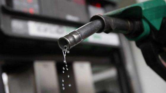 Zoom: Pourquoi le prix de l'essence reste inchangé...