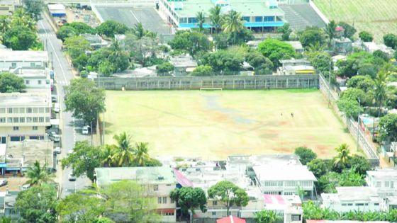 Rohit Boolaky Stadium à Rivière-du-Rempart: Il faut payer Rs 800 pour jouer