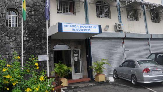 Gandia dans un colis: un jeune homme et un ouvrier bangladais arrêtés à la poste