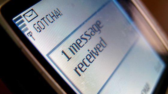 Disculpé après un procès pour SMS embarrassants