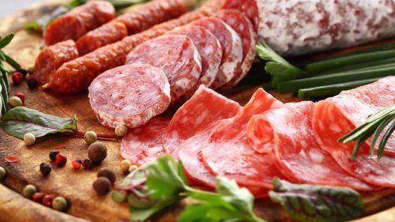 Charcuterie et viande rouge: les opérateurs en position d'attente aprèsle rapport de l'OMS