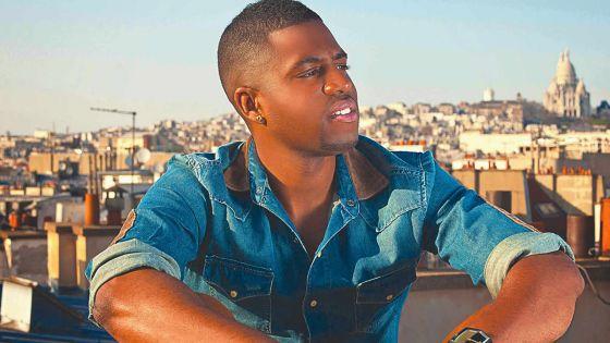 Axel Tony, artiste français: «Un bon chanteur se juge sur la durée»