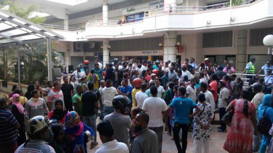 Interdiction de travailler dans la rue: des marchands ambulants de Port-Louis refusent le relogement