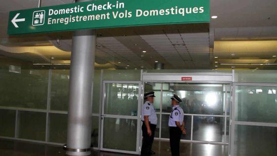 Aéroport de Plaisance : Un maçon de 28 ans arrêté après avoir réceptionné un colis de drogue synthétique