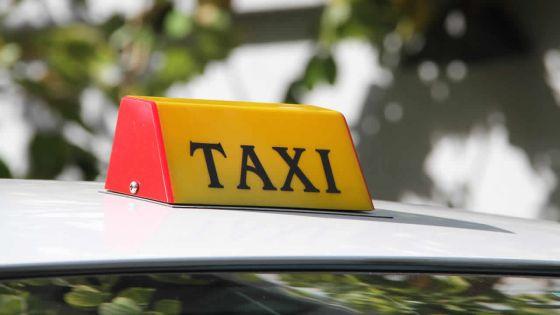 Transfert de touristes français à l'aéroport : des taxis autorisés à opérer