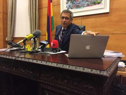 Budget 2018-19 : Xavier-Luc Duval décrie «la vente de notre passeport»