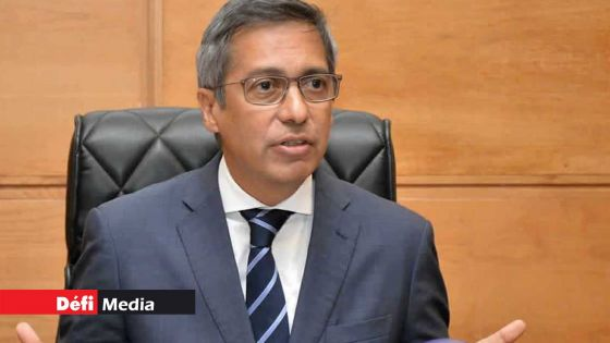 PSAC : Duval réitère son appel pour le renvoi des examens