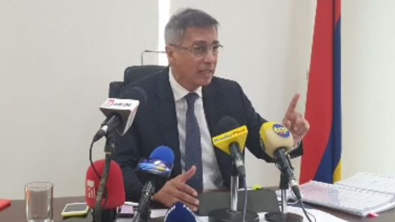 Xavier-Luc Duval face à la presse