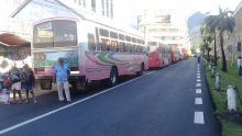 Rue Jemmapes, Port-Louis - Stationnement d'autobus : la loi de la jungle