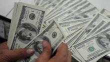 Devises : la roupie plus faible de 2,1% sur le dollar en 7 jours