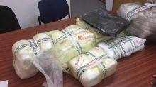 Saisie de plus de 8 000 sacs en plastique avec manches