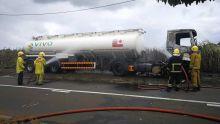 Un camion transportant du carburant prend feu : arrêté, le chauffeur parle d'un vol d'essence qui a mal tourné
