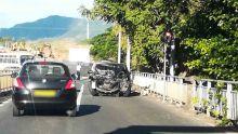 Tamarin : deux blessés graves après un accident entre un camion et une voiture