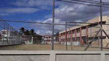 Terrain de football à Coromandel : le gardien de l'école réclame de l'argent au public