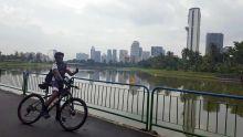 À 62 ans : le tour de Singapour à vélo