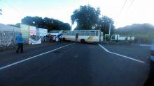 Rivière-des-Galets : un bus finit sa course contre le mur d'un lieu de culte