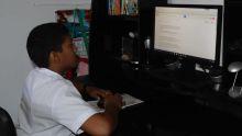 Il va à l'école en fauteuil motorisé: les parents du petit Ahnas cherchent un van scolaire
