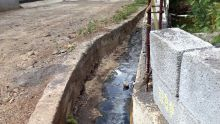 À Port-Louis : une famille envahie par les eaux usées
