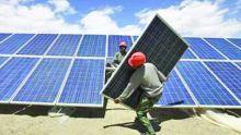 Installation de panneaux solaires pour 10 000 foyers : L'Abu Dhabi Fund for Development financera la moitié du projet de Rs 300 millions