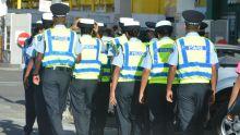 Police: 65000 chemises pour Rs25M