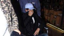 Irrfan Khan retourne à Mumbai en fauteuil roulant