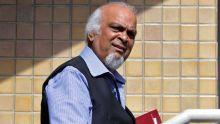 Dans un affidavit juré - Dev Hurnam accuse trois policiers «d'outrage à la cour»