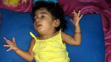 Négligence médicale alléguée : Kaira, deux ans, se retrouve handicapée et aveugle après une opération
