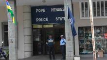 Attouchements sexuels allégués : l'adolescente identifie le policier